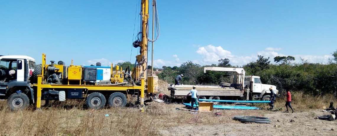Drilling rig compressor truck